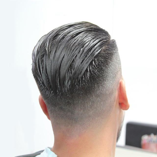 taglio capelli e sfumatura perfetta effettuta dal parrucchiere luca sui capelli color platino di un cliente