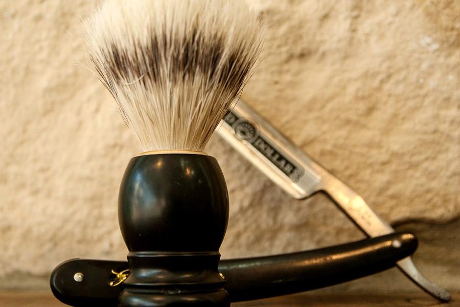 Pennello e rasoio per rasatura barba